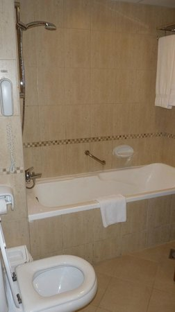 Copthorne Airport Hotel Dubai: Bathroom