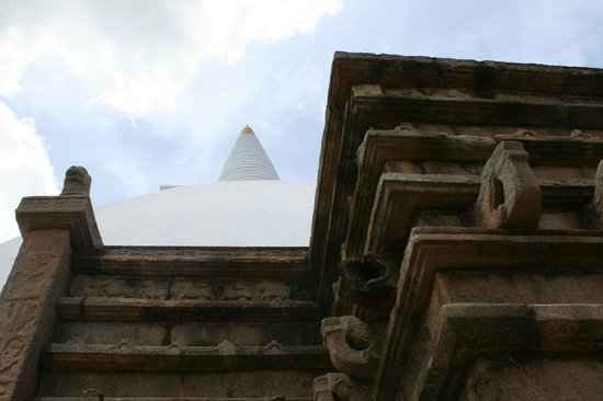 Mirisaveti Stupa: Encore une dagoba blanche