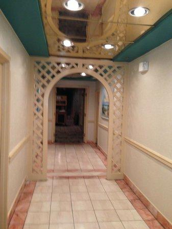 Princess Bayside Beach Hotel: hallway