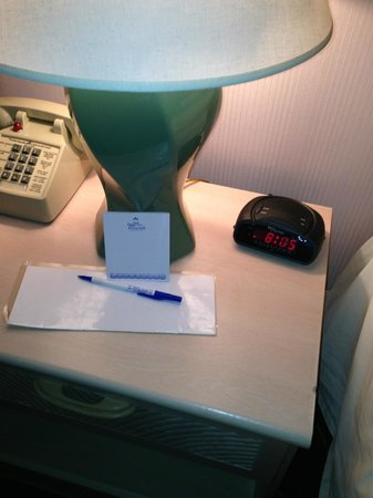 Princess Bayside Beach Hotel: end table knicked