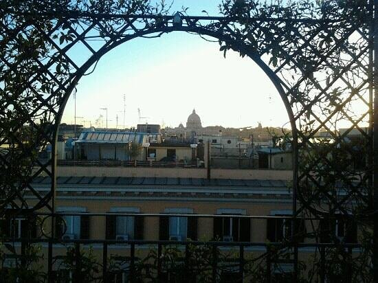 Hotel Isa: vue de la terrasse lors du petit déjeuner...