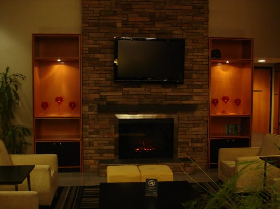 Four Points by Sheraton Vancouver Airport: Lobby
