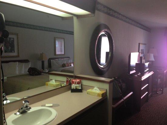 DoubleTree by Hilton Hotel Portland - Tigard: Room