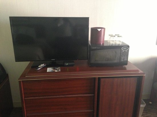 DoubleTree by Hilton Hotel Portland - Tigard: Flat screen TV