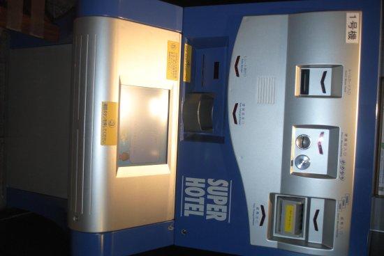 Super Hotel Nanba Nihonbashi: Check-In Vending Machine.  Amazing.