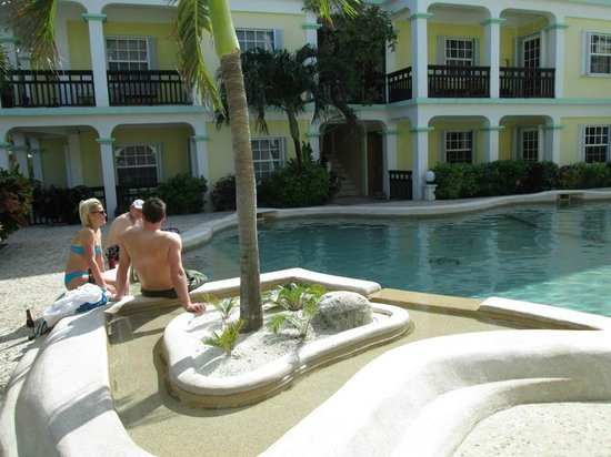Oasis del Caribe: Pool Area
