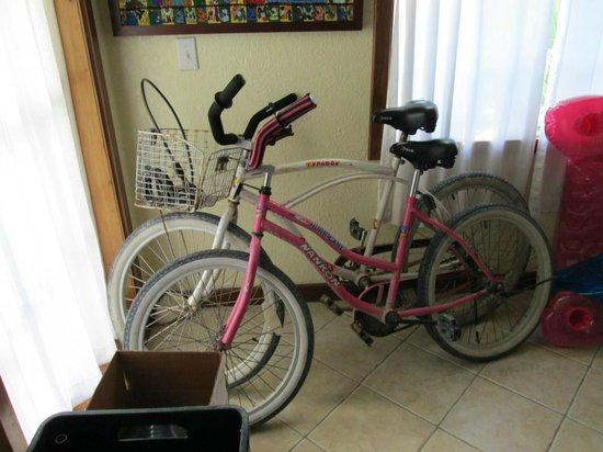 Oasis del Caribe: Bikes Provided with Locks