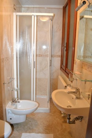 Hotel Al Vagon: Bathroom
