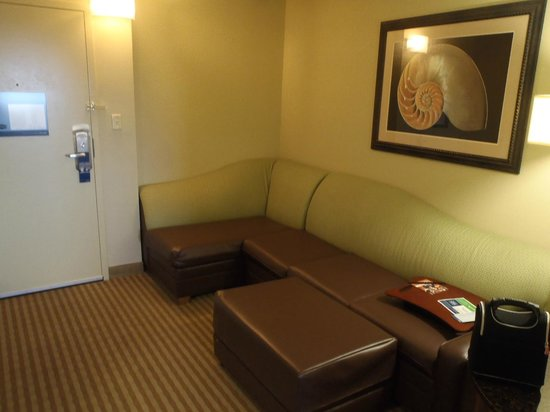 Hampton Inn & Suites Atlantic Beach: Suite seating
