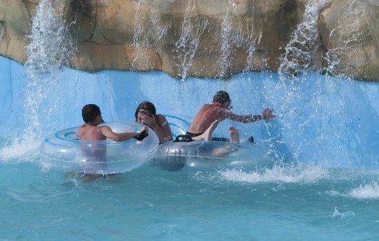 Raging Rivers Waterpark: The waterfall area of the Lazy River.