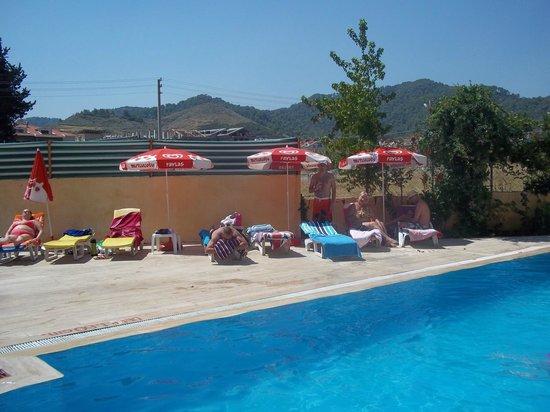 Albatros Apartments: Chilling around the pool