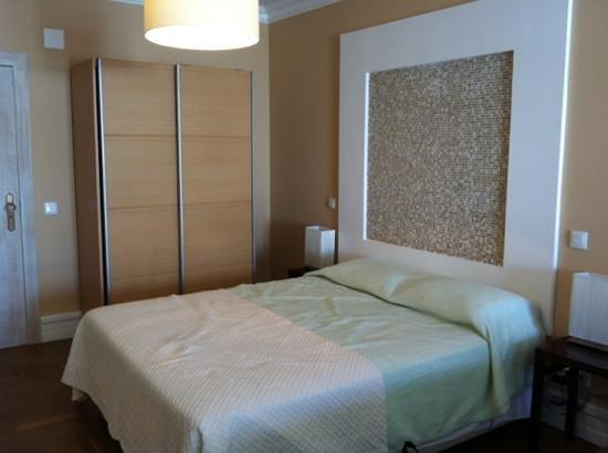 Inn Seventies: bed in room 304