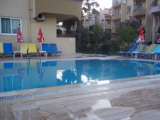 Albatros Apartments: Quiet Pool