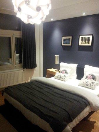 Velvet Amsterdam Bed and Breakfast: rear room