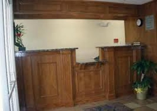 General Bragg Inn: Front Desk