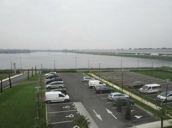 Novotel Bordeaux Lac : Vue de la chambre côté lac