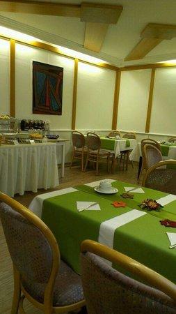 Barbarossa Hotel: Süße Theke im Hinteren Teil des Frühstücksraumes