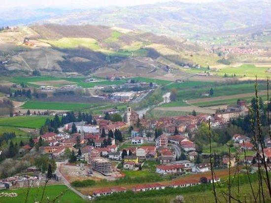 Ca d' Becon: Veduta del paese di Bubbio dove è posizionata la struttura
