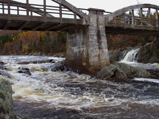 Kilmory Resort: Water Under the Bridge - old bridge, Piper's Hole, NL