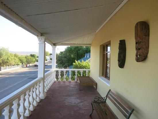 Backpackers Paradise & Joyrides : Balcony