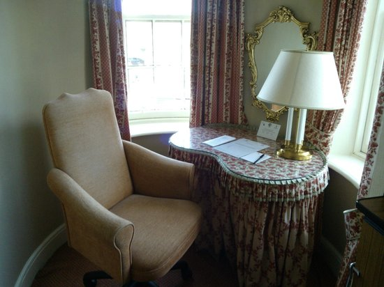 Kingsmills Hotel: Desk in Tower
