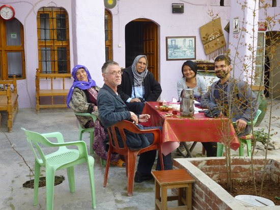 Lizbon Guesthouse: Breakfast in the courtyard