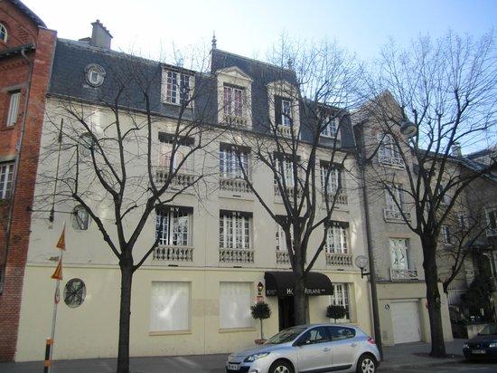 Hotel Verlaine : Hotel von der Straße aus gesehen
