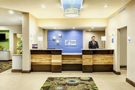 Holiday Inn Express Charleston Downtown - Ashley River : Holiday Inn Express Charleston Downtown Front Desk