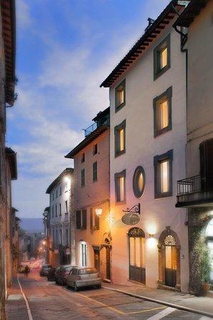 Locanda Degli Alberti: l'antico palazzetto del 1200