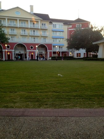 Disney's BoardWalk Inn: Great Lawn area in back of property