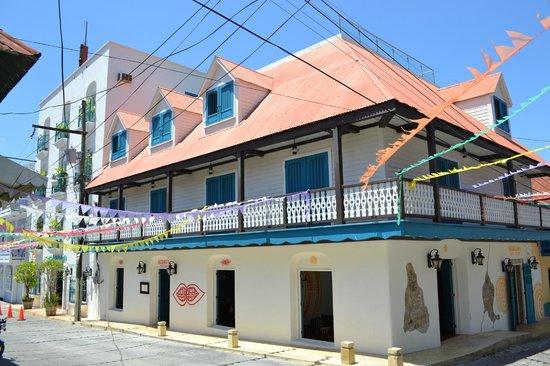 Hotel Isla de Flores : Fachada Nueva