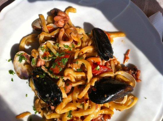 Barbarossa: pasta con frutti di mare