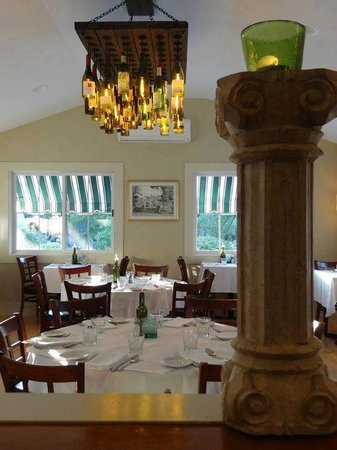Roberto's Restaurant : sunroom