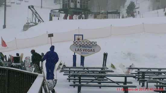 Lee Canyon Resort: Snowing @ LVSSR