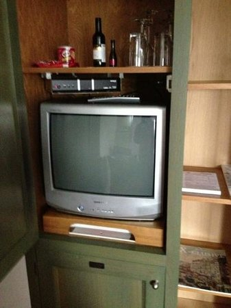 Hotel de Pauwenhof: tv mini bar