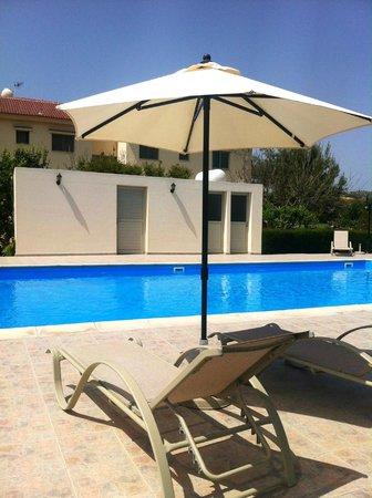 Himonas Apartments: pool area