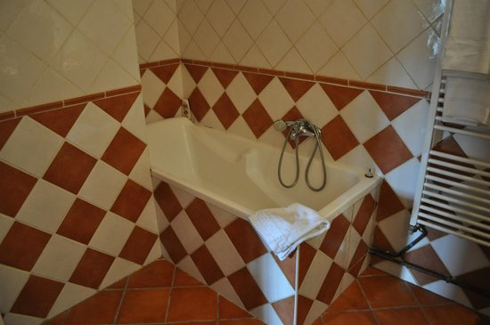 La Garrigue: bathroom
