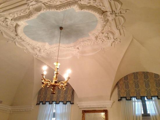 Stucchi soffitto nella reception foto di somaschi hotel - Stucchi decorativi prezzi ...
