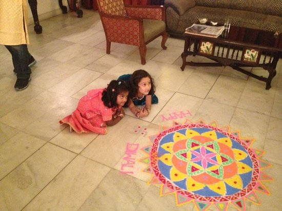 ‪‪Tej Abode‬: Children enjoying the Diwali decorations in the living room‬
