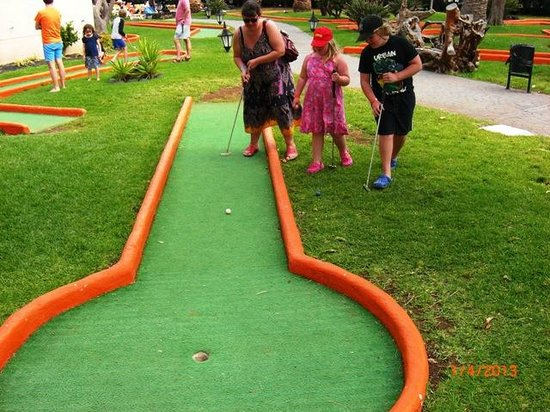Beatriz Playa & Spa: Pitch and Putt.Great for younger Kids.