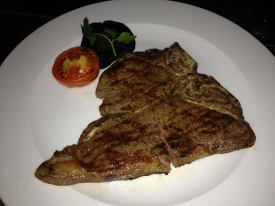 Upstairs at The Grill : T-bone, excellent 👍