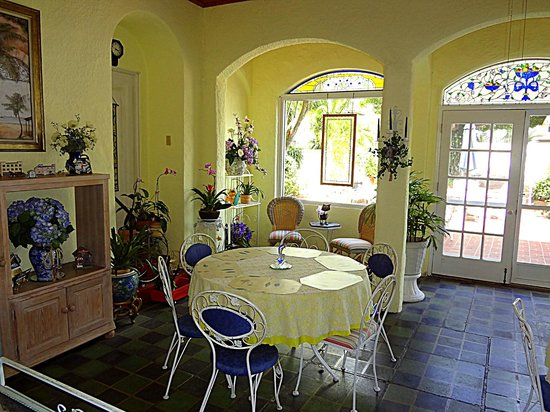 Banyan House Vacation Rentals: Dining area