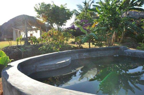 La Loma-Cita: la piscine raffraichissante, pour finir en sieste sous la Rancheta (à l'arrière)
