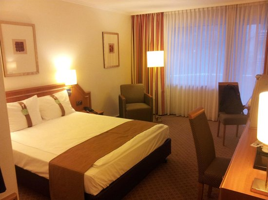 Leonardo Hotel Düsseldorf City Center: Guest room