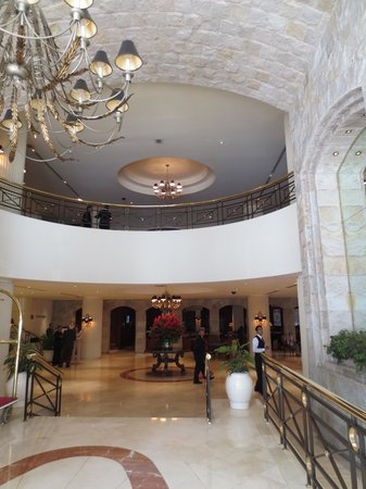Swissôtel Lima: One view of the lobby
