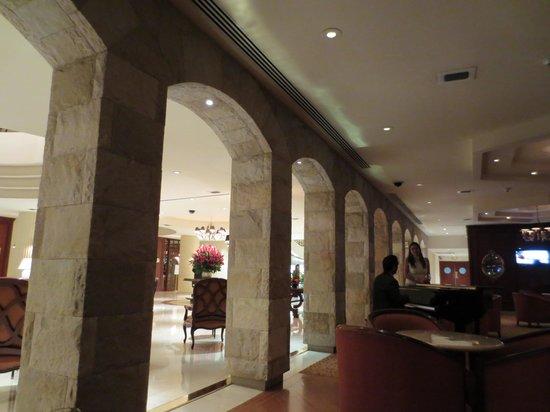 Swissôtel Lima: From the bar area toward the lobby