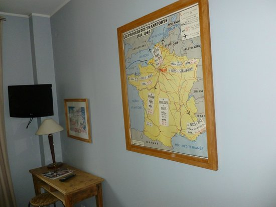 Hotel De La Paix Montparnasse: The room had an old map on the wall, very cute
