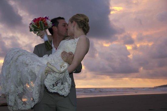 Alma del Pacifico Beach Hotel & Spa: Enjoy your destination wedding on the beach in Costa Rica!