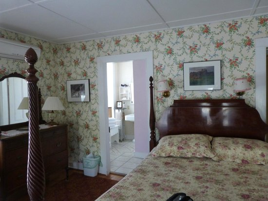 Twin Gables of Woodstock: We enjoyed our room