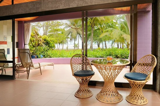 Alma del Pacifico Beach Hotel & Spa: The amazing beach view from one of our beachfront rooms